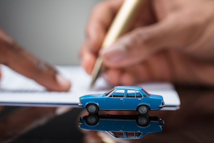 Is it Better to Buy or Lease a Car? The Pros and The Cons